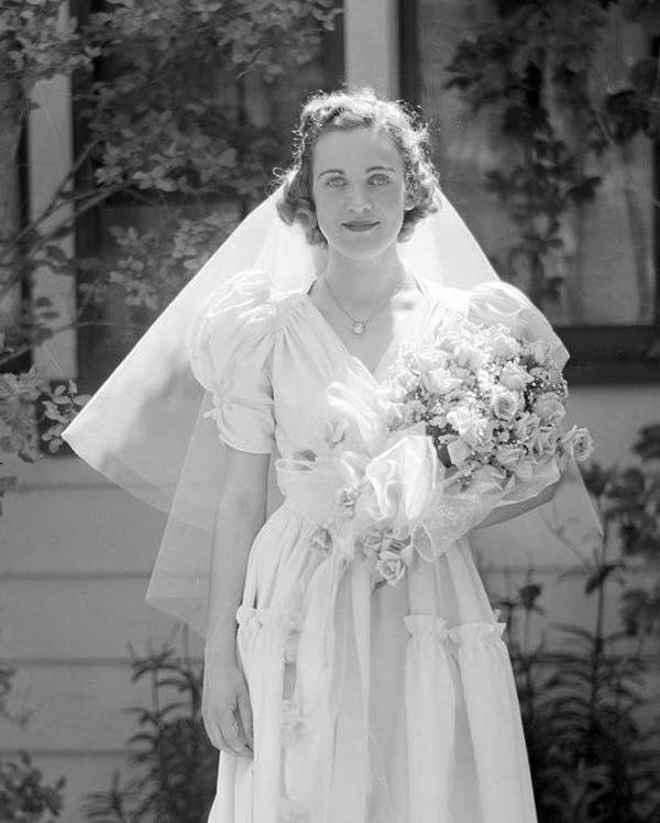 1940s Wedding Dresses & Gowns