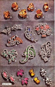 Brooches were a common accessory in 1943